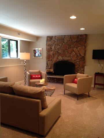 Lux Fireplace Guest Suite/Studio & Forest Views - Poulsbo - Apartment