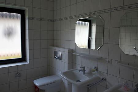 freudliches Gästezimmer - Westerstede - Haus