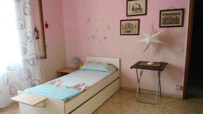 Nice bedroom in Florence