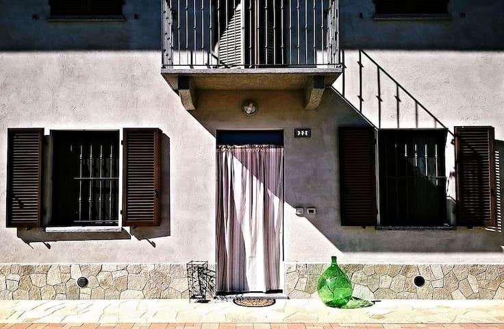 Casa in collina, vicino alla città. - Asti - House