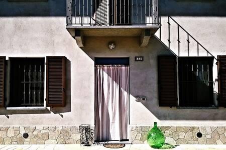 Casa in collina, vicino alla città. - Hus