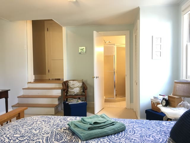 Private bath. Full breakfast. Walk to everything! - Marblehead - Maison