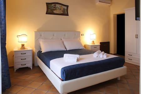 B&B Palazzo Madeo - Res. d' Epoca - Crosia - Bed & Breakfast