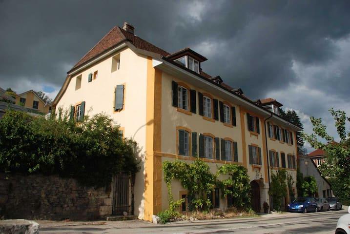 Appart 3 pièces maison vigneronne - Corcelles-Cormondrèche - Dům
