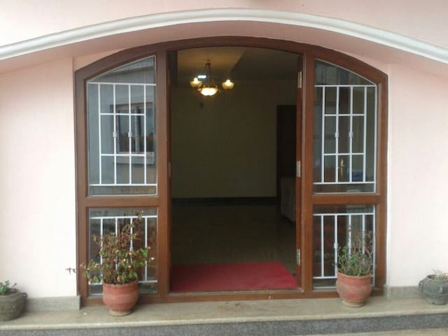 private room in comfortable BnB - Ooty - Bed & Breakfast