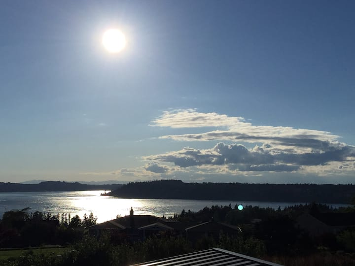 Tacoma Sunsets Private Outdoor Space & Water Views