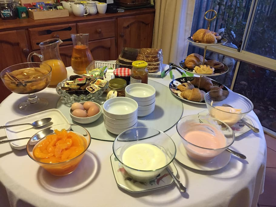 Extensive continental breakfast and homemade afternoon tea treats are included for all our guests.