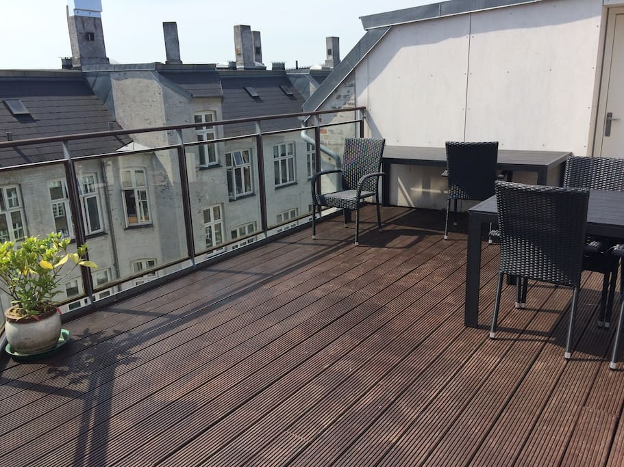 Rooftop terrace with sun all day