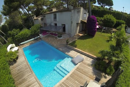 Provencal villa near beach and town