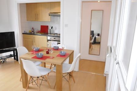 One Bedroom Flat In Holland Road - London - Apartment