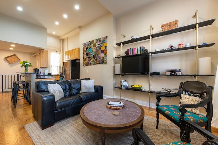 Luxe 2 BR Bi-Level in Heart of Graduate Hospital