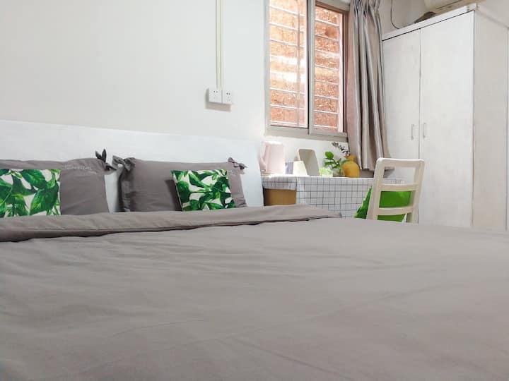 花艺小屋宜家风1.8m大床房带客厅  独立平房中的一个房间  近钟楼 二院 西街 东街 中山公园
