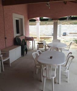 Villa 130m² sur 650m² de terrain non arboré. - Servian