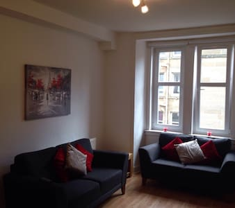 Bright & modern flat in Polwarth