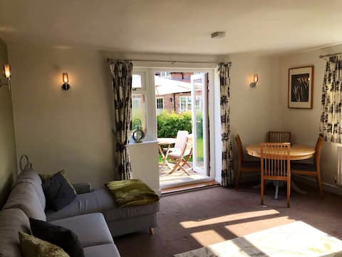 Lovingly renovated cosy cottage in a Wolds village