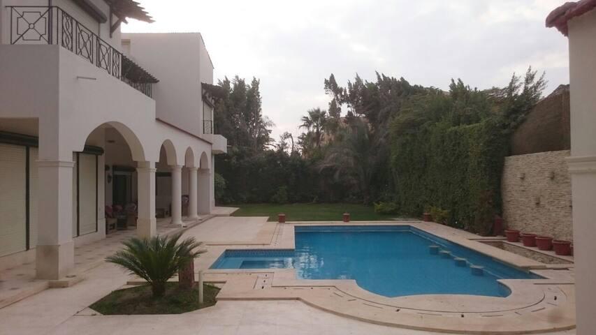 Beautiful Villa with pool near the Pyramids