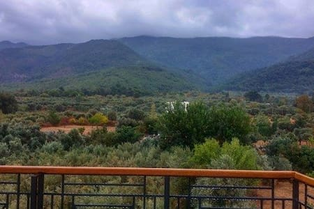 Double Bed with Stunning Mountain View - Kuşadası