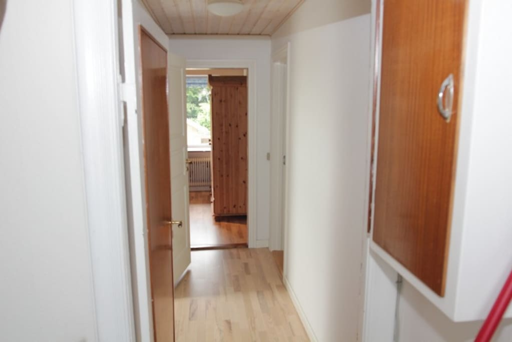 Indgangen til værelser, med egen dør