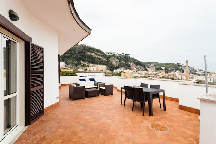 Casa Di Aria sea view and pool in Sorrento centre