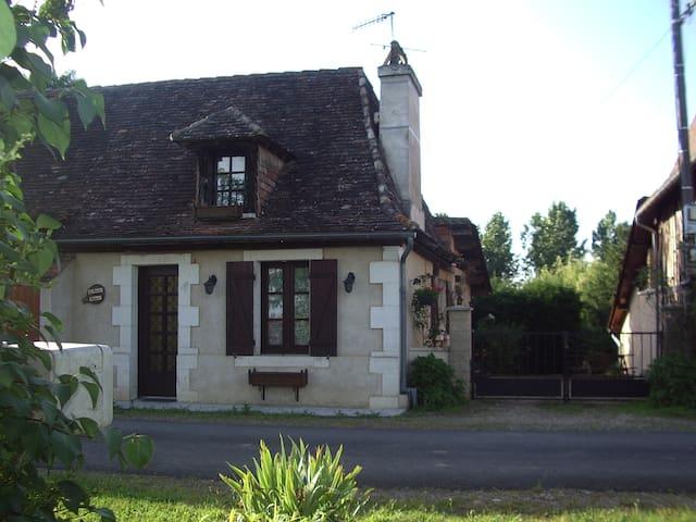 Le Puits Fleuri - Saint-Martial-d'Artenset - Hus