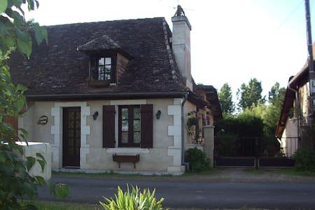 Le Puits Fleuri - Saint-Martial-d'Artenset - 단독주택