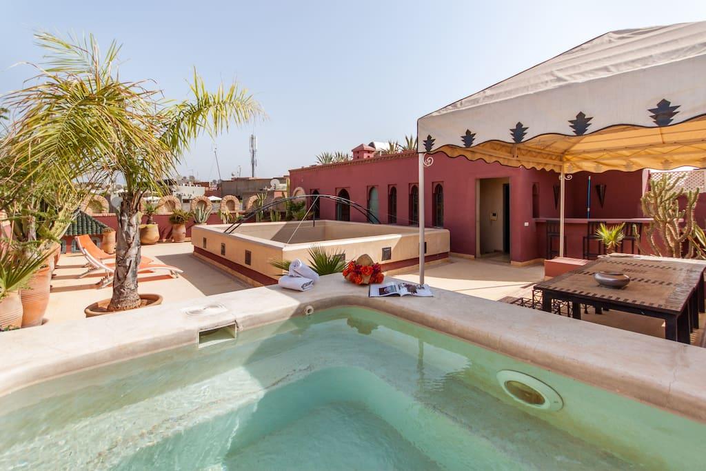 Magnifique riad avec piscine medina maisons louer for Riad medina marrakech avec piscine