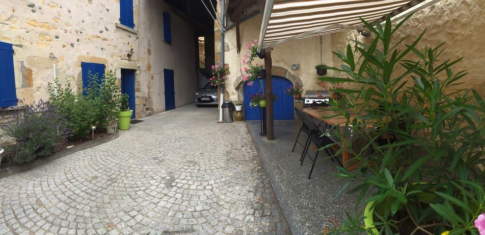 LOU CANTOU - st maurice es allier  - Huis