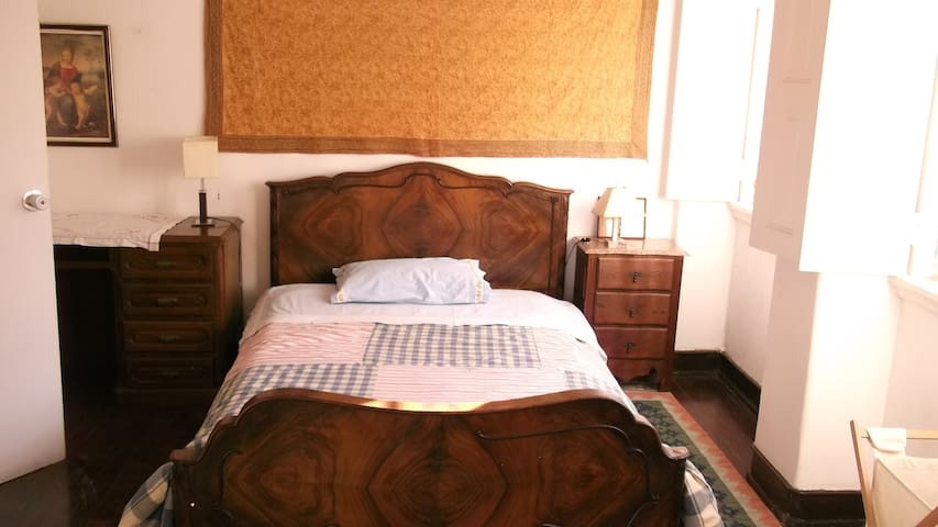 Double bedroom with private bathroom,Lisbon. - Belém - House