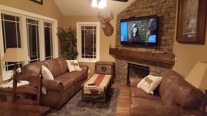 Newly remodeled, Rustic Town-home Pets welcome