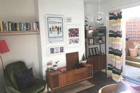Quirky double bedroom in central Sheffield