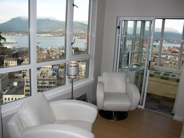Penthouse 3br 2bth Pool by BC Place