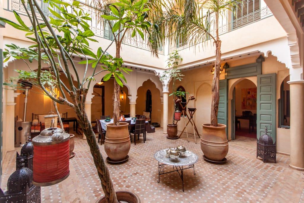 Magnifique riad avec piscine medina maisons louer for Riad a marrakech avec piscine