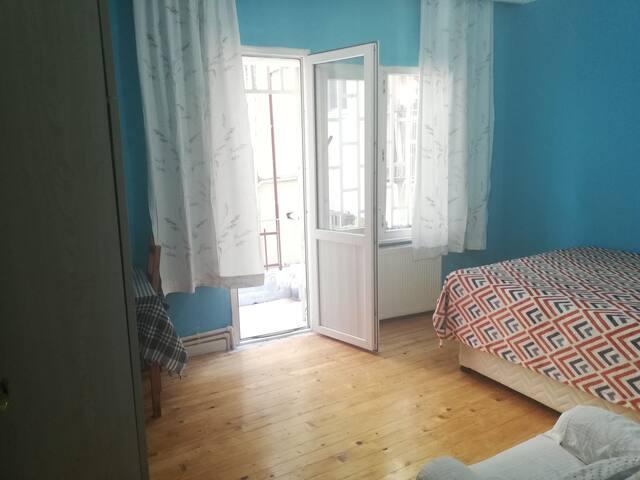 Big room with balcony in Şişli near Taksim