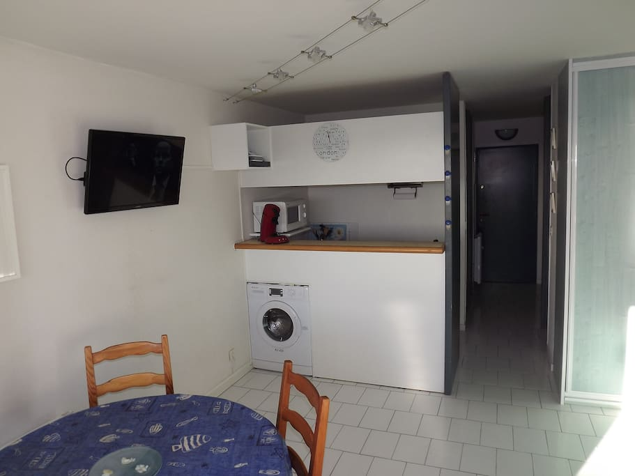 lave-linge,écran plat 80 cm,wifi,120 chaines télé.