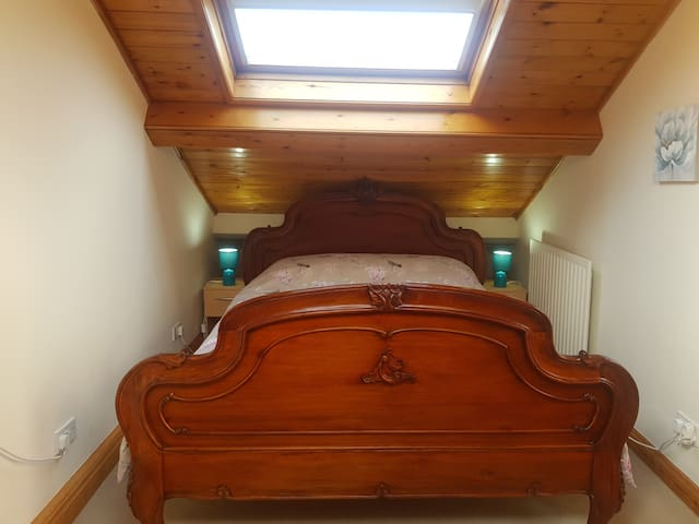 King size bed with TV and WIFI
