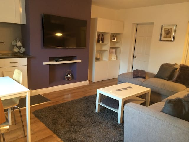 Highly rated Clean modern 1 bedroom apartment
