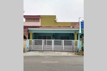 111 Rainbow Homestay - Rumah