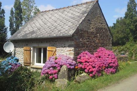 petite maison à 5 km de la mer - Trégomeur - Casa