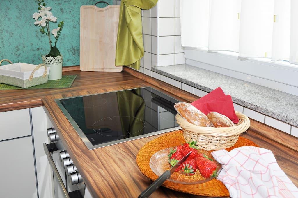 Separate Küche mit Ceranfeld…