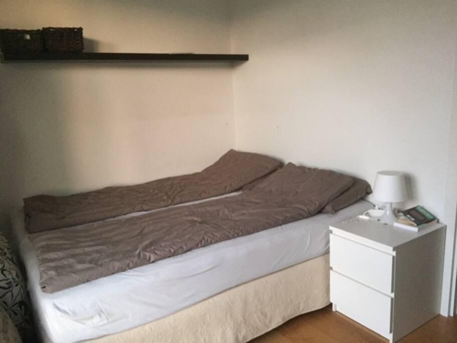 soveværelse 1 af 3