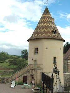"Gîte - Tour Féodale ""Troubadour"" - Kastil"