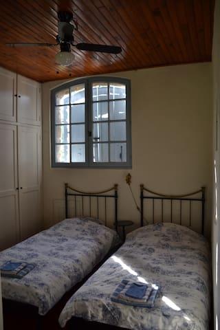 Twee bedden in slaapgedeelte tour