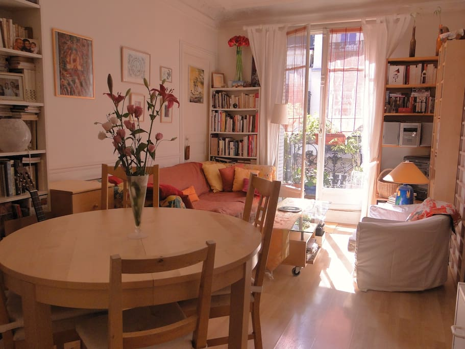 Living room, table avec rallonge intégrée, pour 4 à 8 personnes
