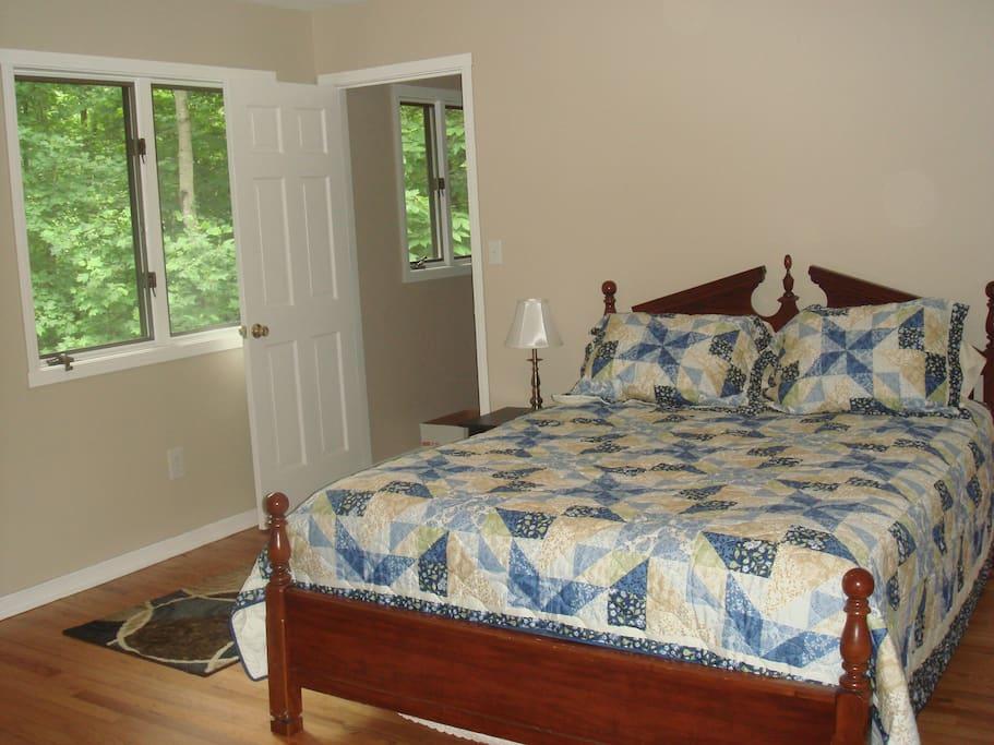 Master Bedroom, Queen Bed, full bath