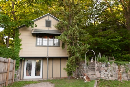 Updated Cabin in Downtown Saugatuck - Saugatuck