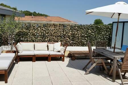 T2 terrasse Aix en Provence/Milles - เอ็กซ์ซองโพรวองซ์