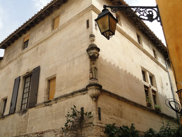 Nice, comfortable flat in a 17th century house