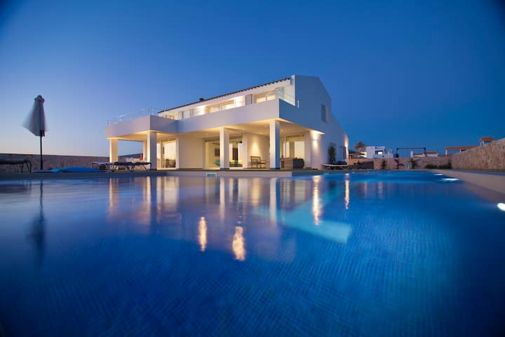 Luxury villa in Menorca by the ocean 25m pool