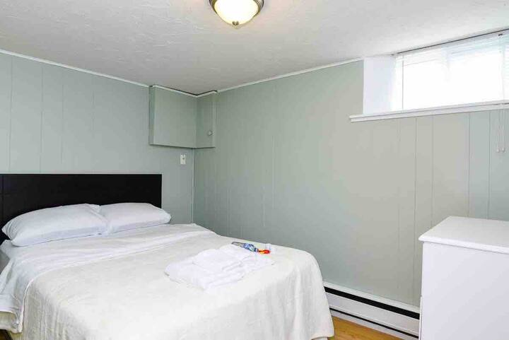 Quiet bedroom - 250 meters from NBCC Moncton