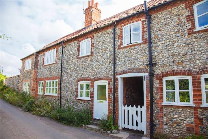 Poppy Cottage, Great Walsingham, Norfolk